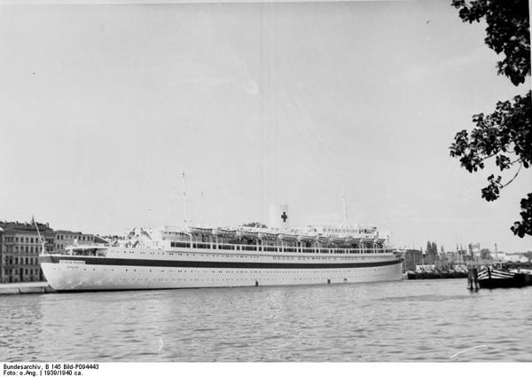 Bundesarchiv_B_145_Bild-P094443,_Stettin,_-Wilhelm_Gustloff-_als_Lazarettschiff