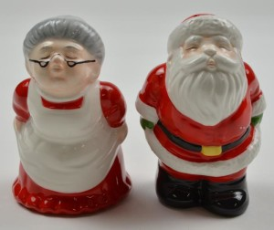 santa-and-mrs-claus-kissing-ceramic-salt-and-pepper-shakers-375-tall-5-700